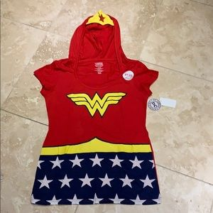 Wonder Woman T-shirt with hood